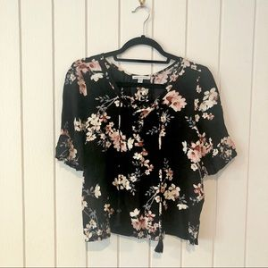 American Eagle Black Floral Short Sleeve